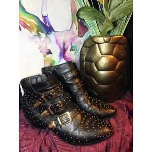 ✨Buckle and studded black booties✨